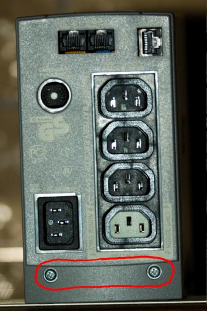 پشت دستگاه یوپی اس apc